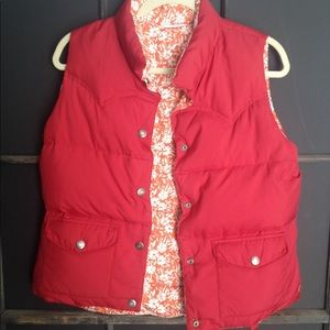 AMERICAN EAGLE Red & Orange Floral Puffer Vest